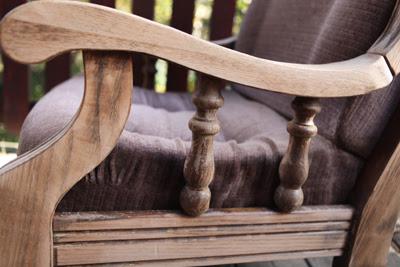 Bielenie drewna metodą suchego pędzla
