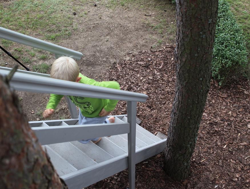domek-na-drzewie-domek-dla-chlopca-schody