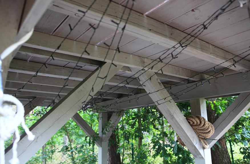 domek-na-drzewie-konstrukcja-domku-na-drzewie-belki-drewniane