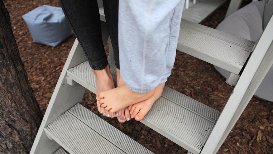 domek-na-drzewie-schody
