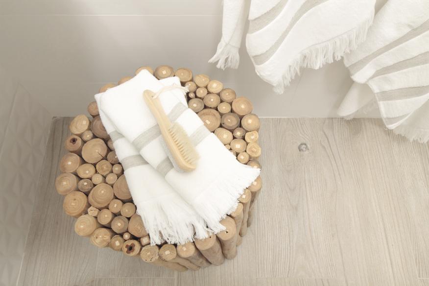 lazienkowe-siedzisko-z-bambusa