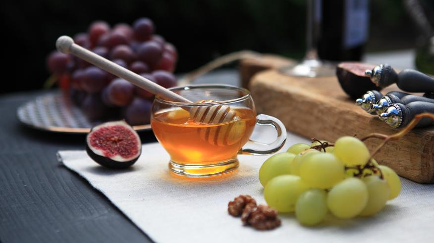 biale-wino-miod-dodatek-doserow-i-wina