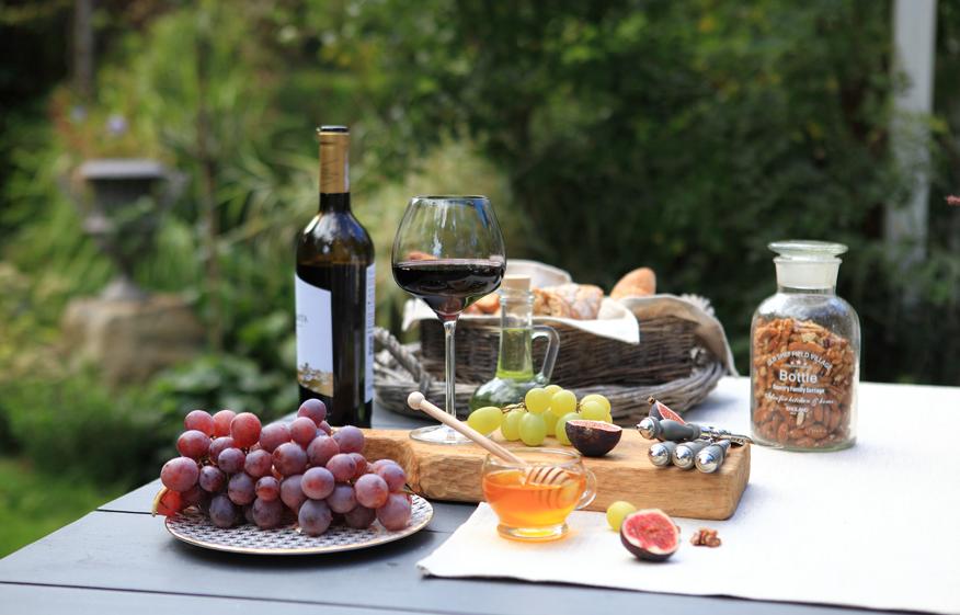 jak powinno się podawać wino czerwone