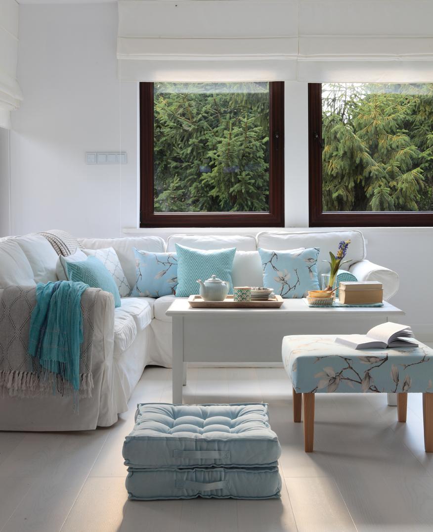 pastelowa-aranzacja-w-bialym-salonie-biel-niejedno-ma-imie-white-interiors