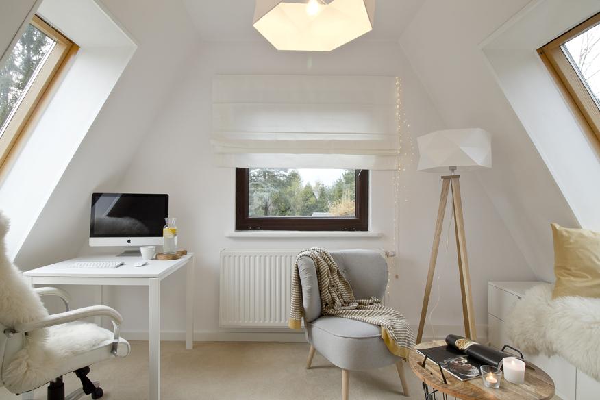 skandynawskie-lampy-pracownia-na-poddaszu