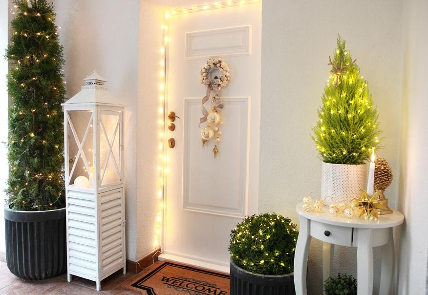 Jeśli chcesz swoim wejściowym drzwiom nadać innego charakteru, wystarczy nakleić na nie panele dekoracyjne.
