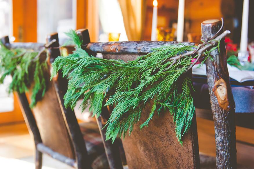 Jak udekorować w łatwy sposób krzesła na święta