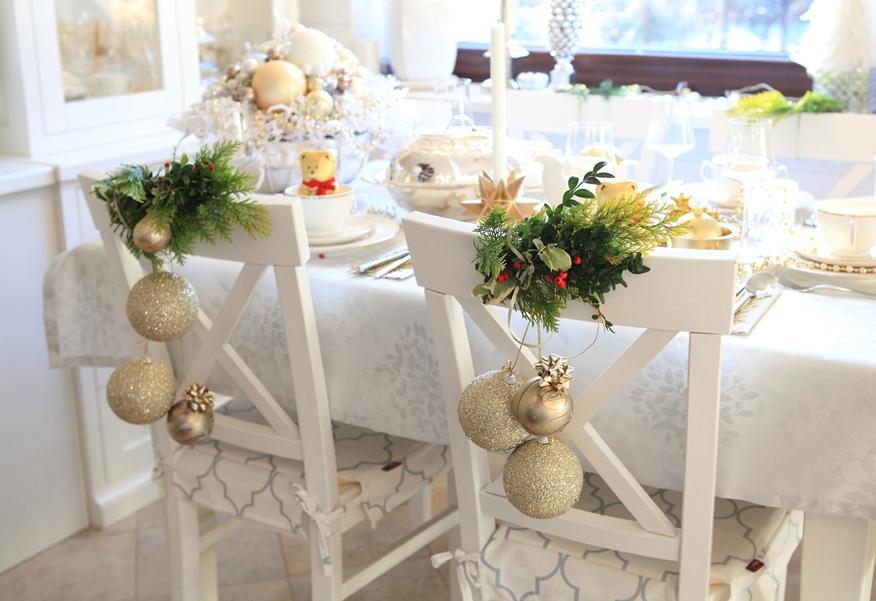 swieteczne-dekoracje-krzesel
