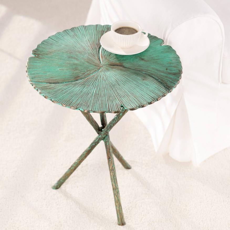 wiosenny zielony stolik kawowy z metalu