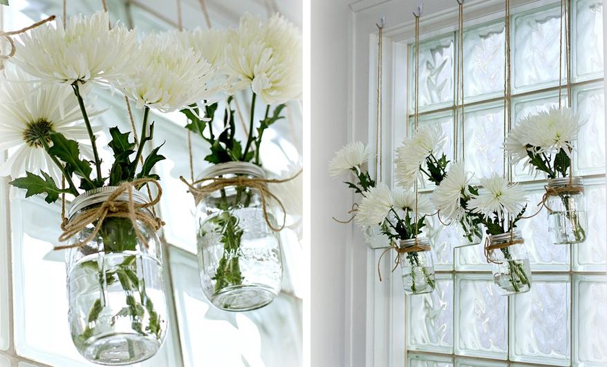 Wiosenne dekoracje na okno - girlanda z kwiatów w słoikach