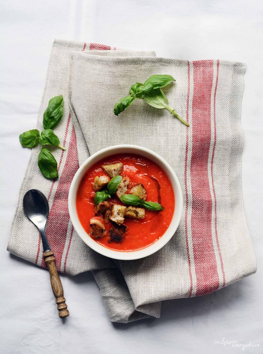 pomysł na kolację - krem z pieczonych pomidorów i papryki