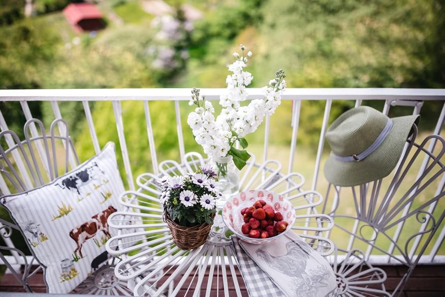 sprzątanie balkonu podczas wiosennych porządków