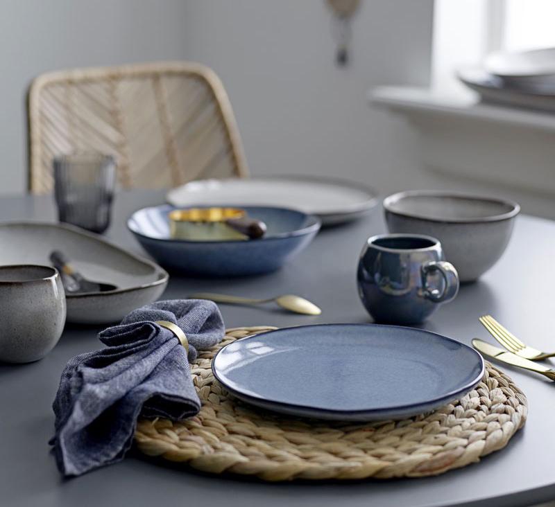 sklepy w stylu skandynawskim zastawa stołowa