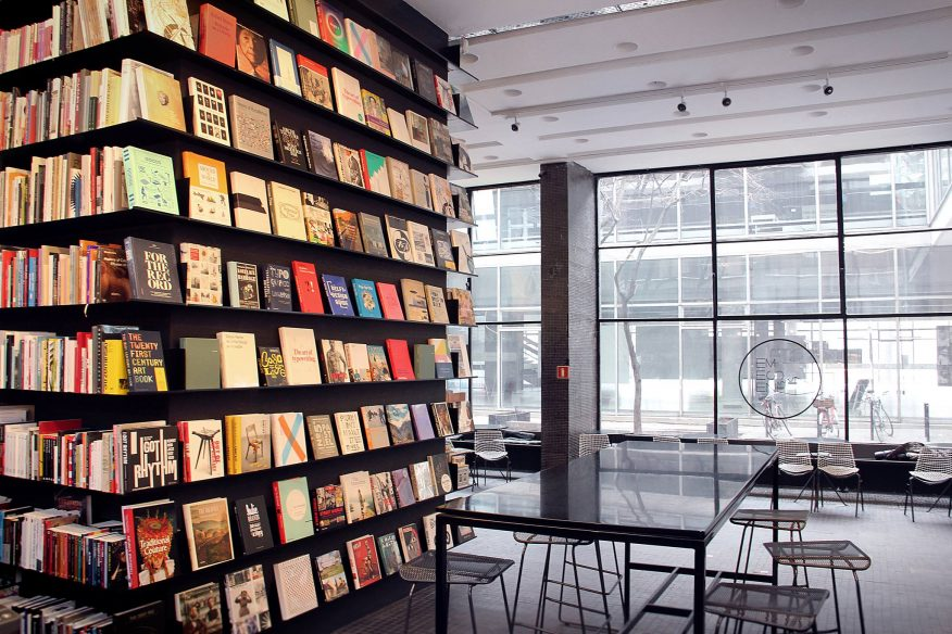 do kawy miejsce z klimatem księgarnia artystyczna GREEN CANOE