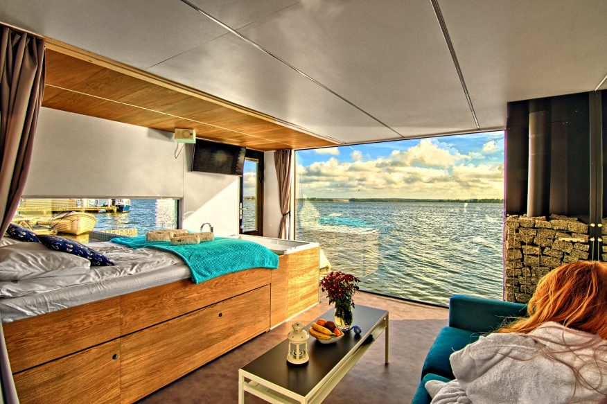 HT Houseboats GREEN CANOE